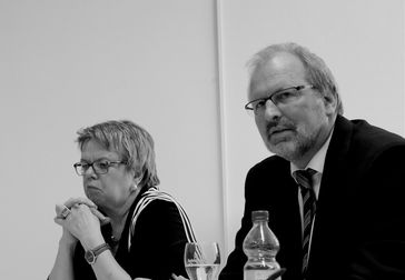 Heinz-Peter Meidinger auf dem Soziologenkongress 2016 in Bamberg, links Marlis Tepe
