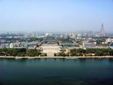 Panoramablick auf das hochentwickelte Pjöngjang in Nordkorea