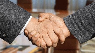 Handel / Handschlag (Symbolbild)