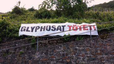 Protestbanner gegen die Nutzung von Glyphosat