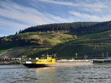 Festgefahrenes Tankmotorschiff auf dem Rhein. Bild: Polizei