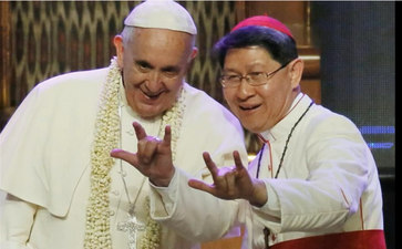 """Papst Franziskus mit Bischoff beim klassischen """"Satanistengruß"""" (2017)"""
