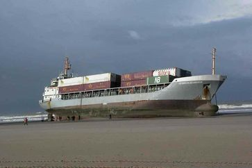 Container-Feederschiffstyp wie der, der Blue Sky M: