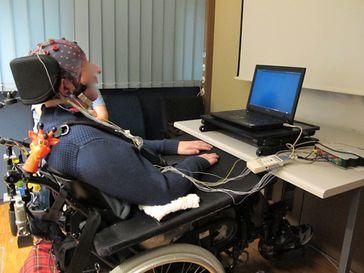 Erster erfolgreich durch Gedanken gesteuerter Roboterarm - ohne Gehirnimplantate