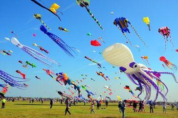 Das 37. Internationale Weifang-Drachenfestival beginnt in Ostchina Bild: PRNewswire