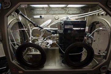 Das CCF‐Experiment in der MSG auf der ISS. Zu erkennen sind das Experimentmodul mit Strömungskanal ( Quelle: NASA (idw)