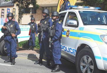 """Der South African Police Service (SAPS, deutsch etwa """"Südafrikanischer Polizeidienst"""")."""