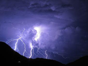 Gewitter, Sturm, Überspannung, Unwetter (Symbolbild)