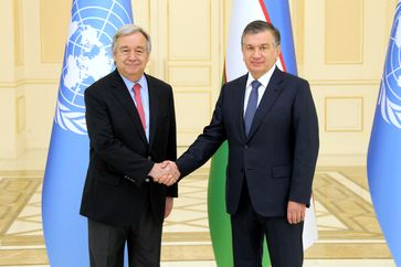 """Präsidenten der Republik Usbekistan Shavkat Mirziyoyev mit Generalsekretär der Vereinten Nationen António Guterres /  Bild: """"obs/EDI/Pressedienst"""""""