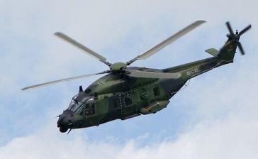 Der NH90 (NATO-Helicopter 90) ist ein mittlerer militärischer Transporthubschrauber der 10-Tonnen-Klasse von NATO Helicopter Industries.