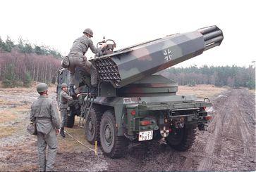 Bundeswehr mit Raketenartillerie. Mehr deutsche Soldaten sollen in der Nato illegale Kriege führen.
