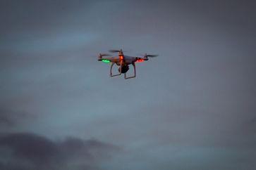 Drohne: Ein kleiner Quadrocopter (DJI Phantom)