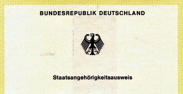 """Der offizielle Staatsangehörigkeitsausweis der Bundesrepublik Deutschland, auch """"Gelber Schein"""" genannt."""