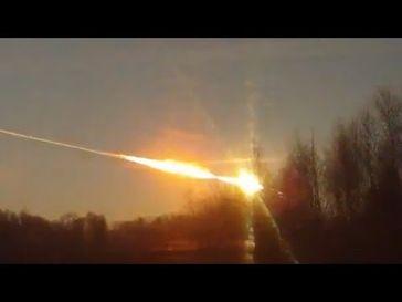 """Screenshot aus dem Youtube Video """"Meteorit schlägt in Russland ein"""""""
