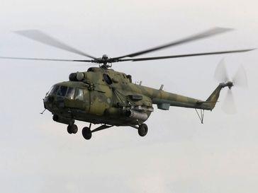 Militärvariante Mil Mi-8MT mit Auslegern und Bug-MG