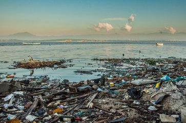 Müllmassen in der Guanabara-Bucht in Rio de Janeiro.  Bild: One Earth - One Ocean Fotograf: One Earth - One Ocean