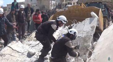 Angehörige der Weißhelme in Kafr Oweid im Gouvernement Idlib im November 2017