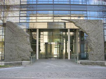 Eingang zur Generalverwaltung des Max-Planck-Instituts