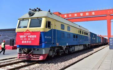 Der Containerzug vom Bahnhof Shijiazhuang (südwestlich von Peking) nach Hamburg trat Mitte April seine Reise mit 100 Containern an Bild: Zhang Xiaofeng / Xinhua
