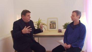 """Bild: Screenshot Video: """"Dr. Jens Edrich - ein anthroposophischer Arzt spricht über Corona und die Impfung"""" (https://youtu.be/20inTkjy9dE) / Eigenes Werk"""