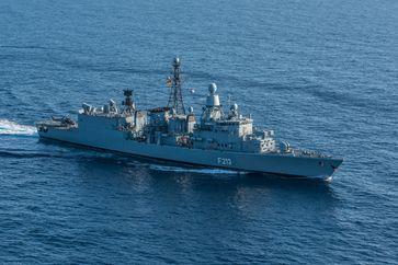 Die Fregatte Augsburg F213 im Mittelmeer im Rahmen der Mission Counter Daesh im Mittelmehr, am 22.09.2016.
