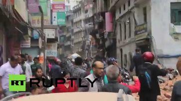"Screenshot aus dem Youtube Video ""Strong second quake strikes Nepal, panic in Kathmandu"""