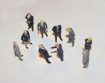 Geschäftsleute, Poltiker, Reden & Verhandeln (Symbolbild)