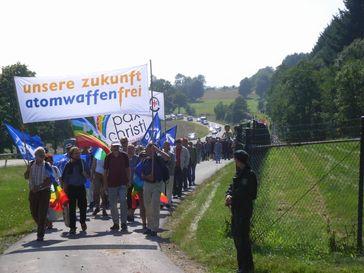 Demonstration gegen Atomwaffen in Deutschland, August 2008 am Fliegerhorst Büchel, Archivbild