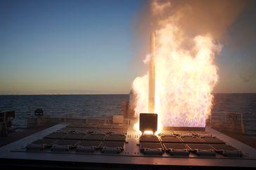 ESSM Schießen aus dem Vertical Launch System (VLS) der Fregatte Hamburg auf der Andoya Test Range im Rahmen des Missile Firing Exercise  21 in Nord-Norwegen. Bild: Volker Muth