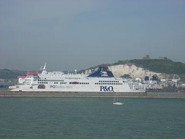 Fährhafen mit Dover Castle