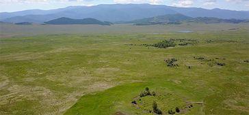Blick auf den Grabhügel Tunnug 1 (Arschan 0). Während die übrigen Kurgane der Region auf einer Terra. Bild: © Gino Caspari (idw)