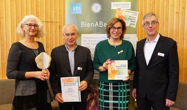 Die Ausgezeichneten von der Universität Ulm und vom Verein Deutscher Ingenieure Quelle: Foto: Evangelische Akademie Loccum (idw)