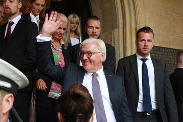 Frank-Walter Steinmeier mit Leibwächtern (2017)