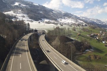 Autobahn A3 zwischen Unterterzen und Tannenbodenalp