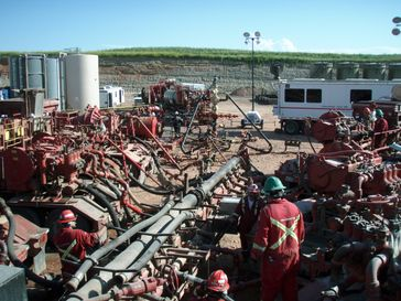 Eine Fracking Anlage in North Dakota