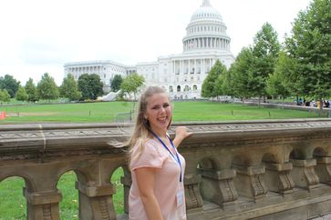 "Austauschschülerin Lena bei ihrem Orientierungsseminar vor dem Capitol in Washington D.C.  Bild: ""obs/Experiment e.V./Experiment e.V./Privat"""