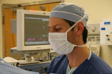Mund-Nasen-Schutz mit Bindebändern