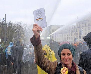 """Menschen die für ihre Grundrechte eintreten werden von der Regierung zwischenzeitlich als """"Bedrohung"""" empfunden...(Symbolbild)"""