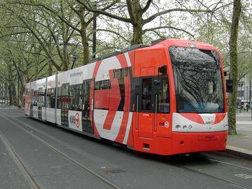 Niederflur-Stadtbahn am Neumarkt