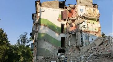 Ukraine: Damaged building in Torez, 6 August 2014