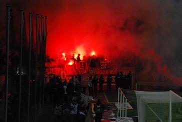 Bengalisches Feuer beim Bundesligaspiel