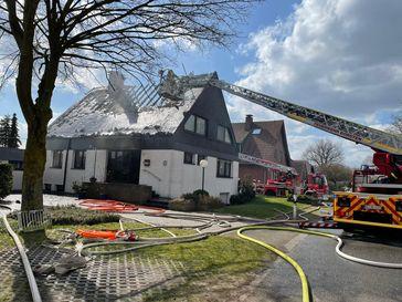 Der Dachstuhl brannte komplett nieder. Bild: Feuerwehr