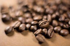 Kaffeebohnen: Koffeintabletten steigern Gedächtnis. Bild: pixelio.de, R. Sturm