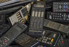 E-Schrott: Fernbedienungen und andere Elektronik.