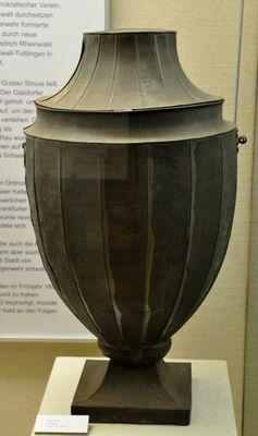Wahlurne aus Rottweil, Mitte 19. Jahrhundert, damals noch wirklich in typischer Urnenform (Symbolbild)