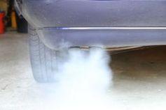 Abgas: Luftverschmutzung macht krank. Bild: pixelio.de, Gabi Eder