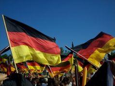 Feiern, Deutschland und Feiertag (Symbolbild)
