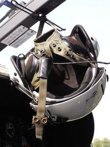 Pilotenhelm: mit integrierter Atemmaske. Bild: pixelio.com/Angelina Ströbel