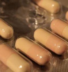 Schlaftabletten: Folgen bleiben umstritten. Bild: pixelio.de, CFalk
