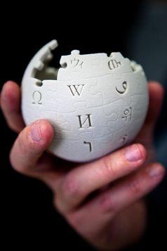 Wikipedia-Globus als 3D-Druck